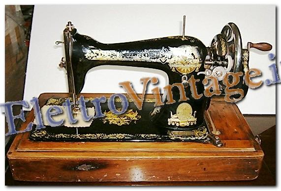 Vetrina macchine da cucire for Macchine da cucire singer modelli