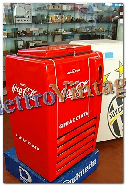 meuble frigo coca cola tecnica prezzi frigoriferi coca cola. Black Bedroom Furniture Sets. Home Design Ideas