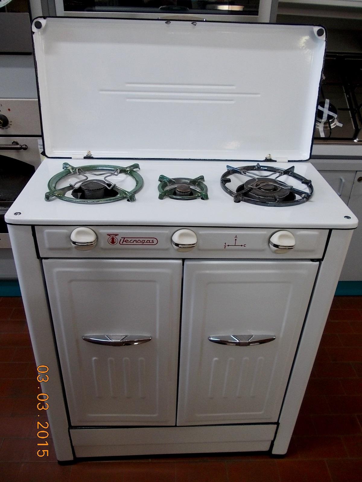 Mobili moderni bagno for Mobili cucine a gas